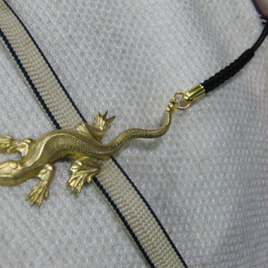 真鍮製 トカゲ型根付ストラップ 着物の帯飾りに