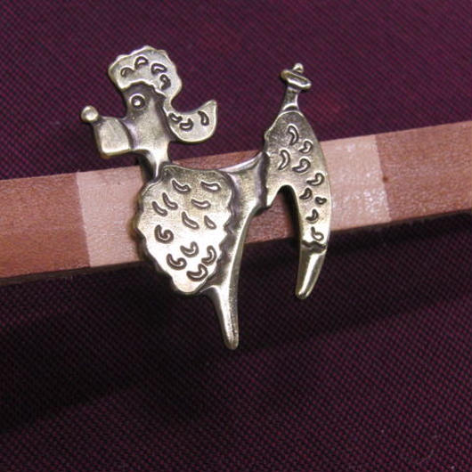 真鍮製 プードル犬型の帯留め 着物や浴衣の帯どめ飾りに