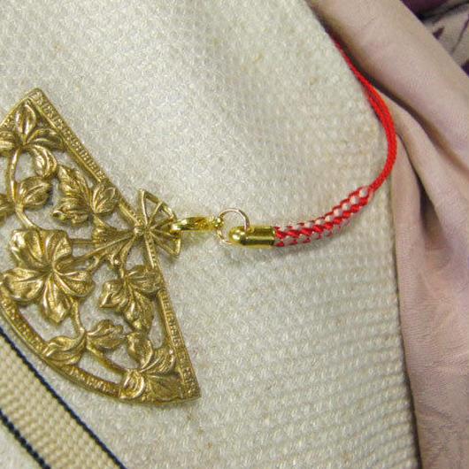 真鍮製 扇型デザイン根付ストラップ 着物の帯飾りに