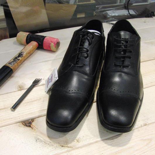 ブラック 工房染色の牛本革ロングノーズ靴