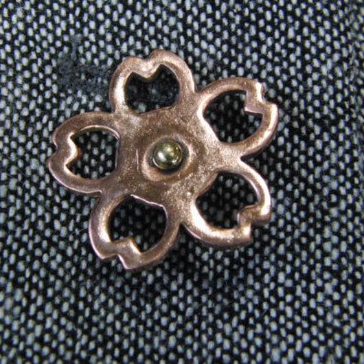 銅製桜型ピンズブローチ ジャケットやハットの飾りに