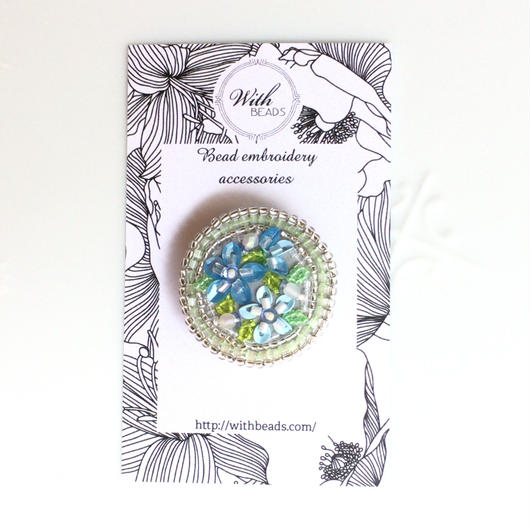 ヘアアクセにもなるビーズ刺しゅうの小さなブローチ   「青い花」