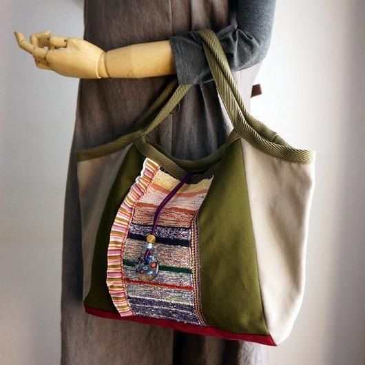 手織りモチーフが美しいグラニーバッグ