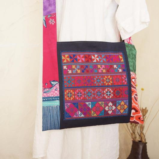アカ族(タイ)伝統の手刺繍入りショルダー(C)