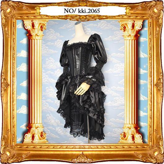 kki.2065 フェイクレザーとレースの編み上げバッスルコルセットドレス。