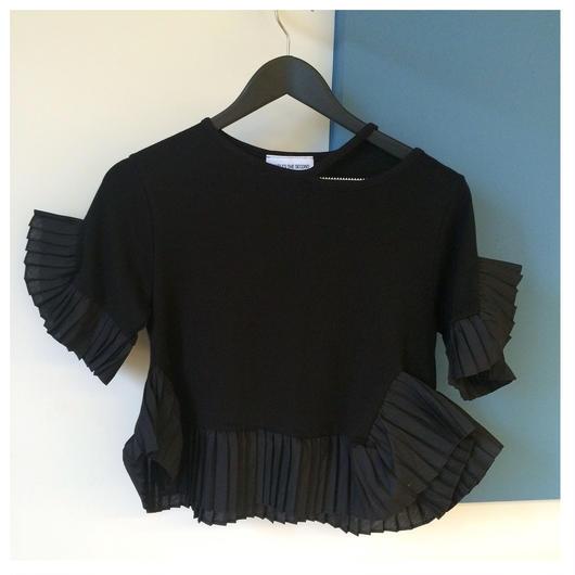 変形プリーツフリルTシャツ