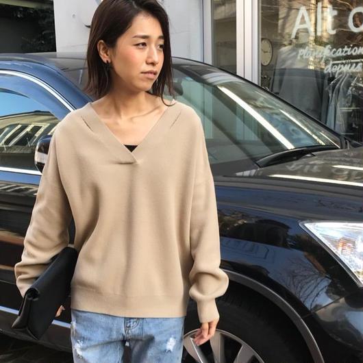 襟ぐりカットVネックセーター