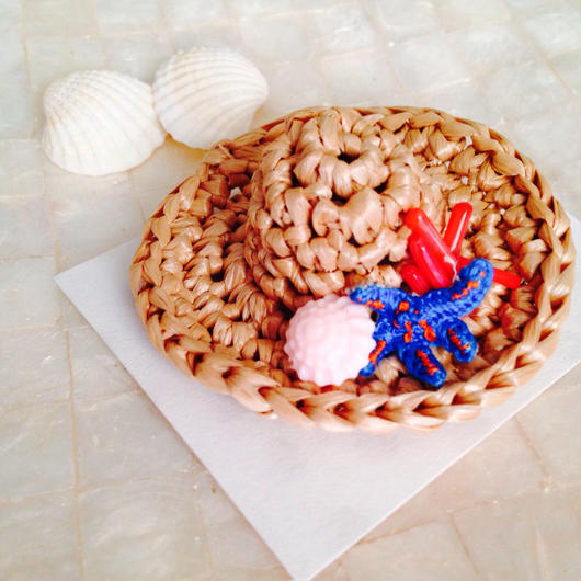 【a.e.i.】刺繍アクセサリー 〜Mermaid Series〜「麦わら帽子のブローチ」サンゴ付