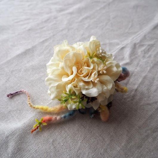 コサージュ(White Ranunculus)/ hanashowyou