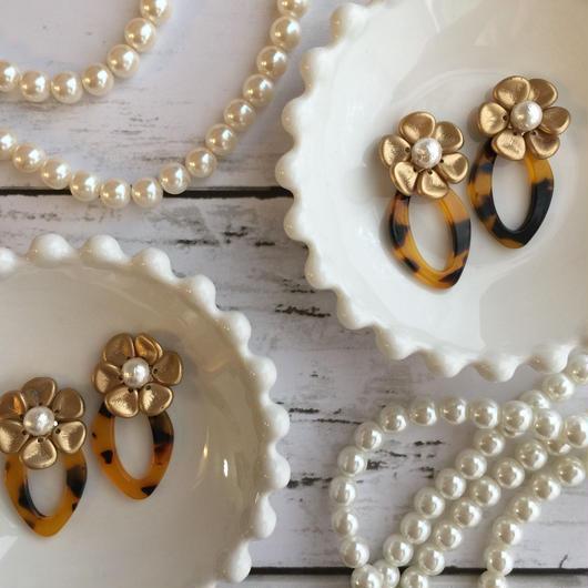 ecaille  et  fleurs/チェコガラスフラワーとべっ甲の耳飾り