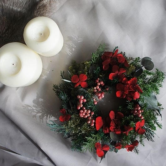 Christmas wreath of a red hydrangea