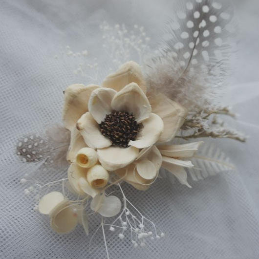 Pine Flower of white corsage & Haired