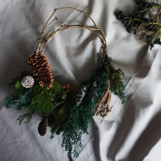 Preserved green and tree nut Clutchwreath C