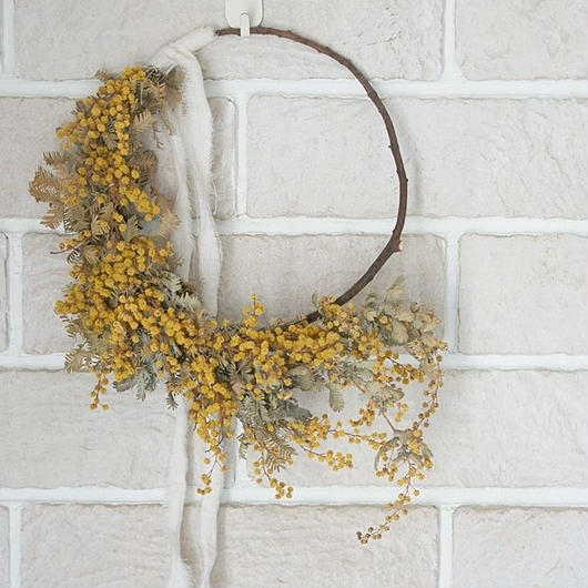 Flowing mimosa wreath
