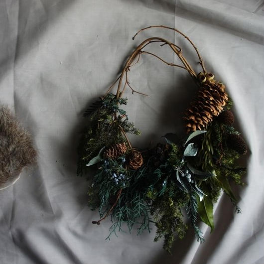 Preserved green and tree nut Clutchwreath B