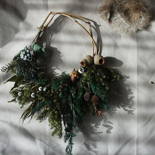 Preserved green and tree nut Clutchwreath A