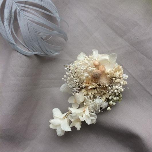 White flow corsage