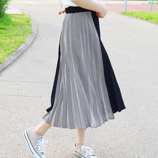 イレギュラーストライププリーツスカート