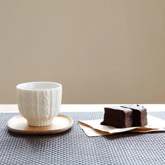 【食を楽しく】愛知県瀬戸市が生んだ、まるでニットのようなマグカップ<Trace Face Knit cup>