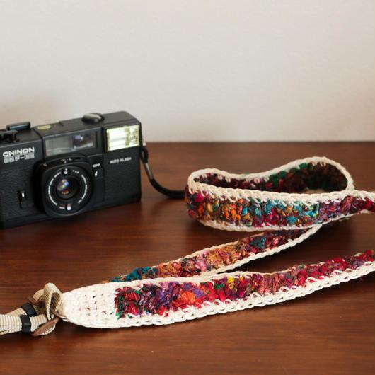 【てしごと屋】世界にひとつだけの、手編みカメラストラップ<ベリー&チェリー>