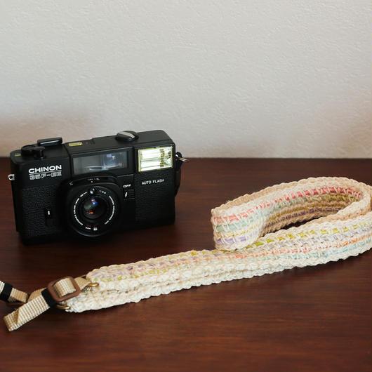 【てしごと屋】世界にひとつだけの、手編みカメラストラップ<パステルフラワー>