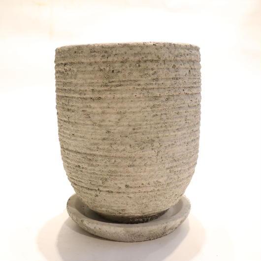 white pot H