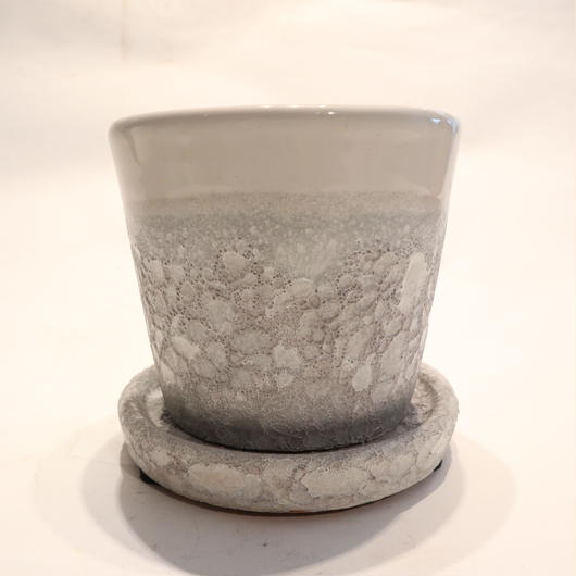 white pot D