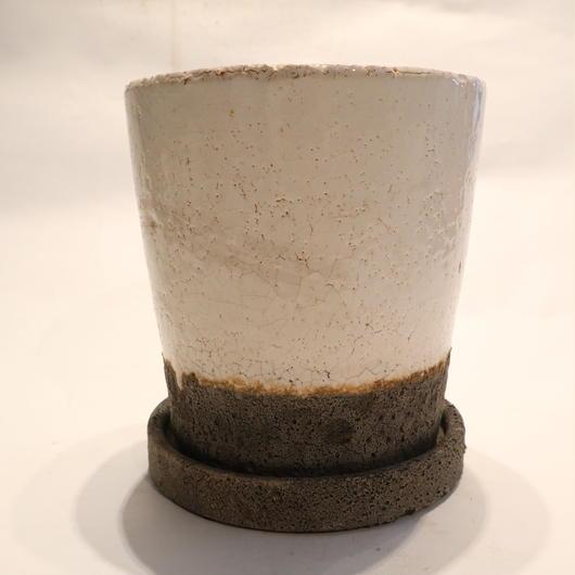 white pot E
