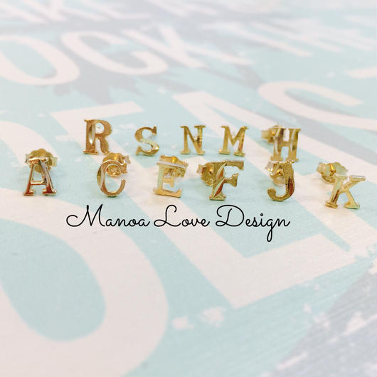 Manoa Love Design/10K Gold イニシャルピアス