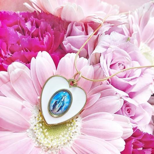 ホワイトハートメダイネックレス/ White Heart Necklace