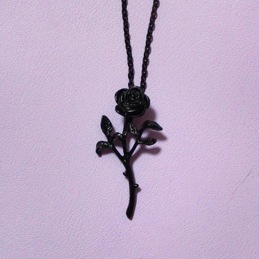 ブラックローズネックレス/ Black Rose Necklace