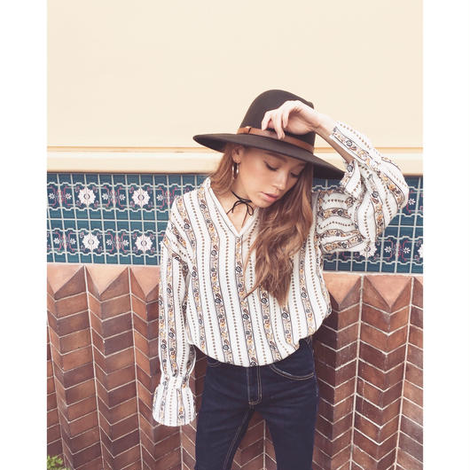 CANDY SLEEVE BLOUSE