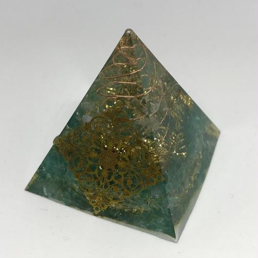 【強力な浄化!】ピラミッド型オルゴナイト