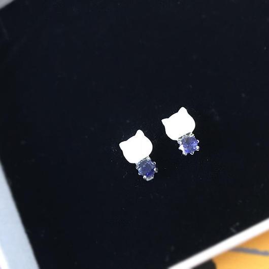 【予約商品】白猫さんピアス  ブリリアントカット アイオライト
