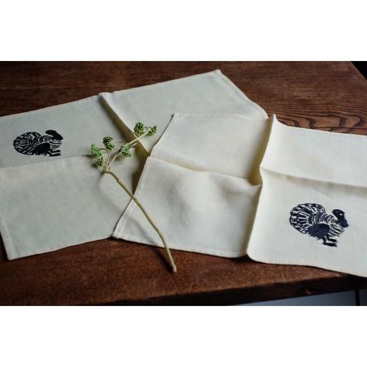 鳥の刺繍のナプキンとランチョンマット
