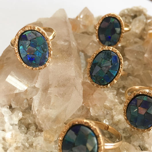 Mosaic opal ring Gold