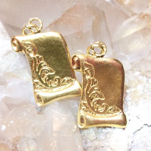 Letter charm <gold>