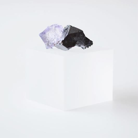 天然石/フローライト オン スファレライト結晶