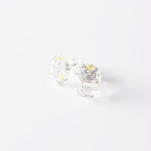 結晶ピアス/オイルインクオーツ