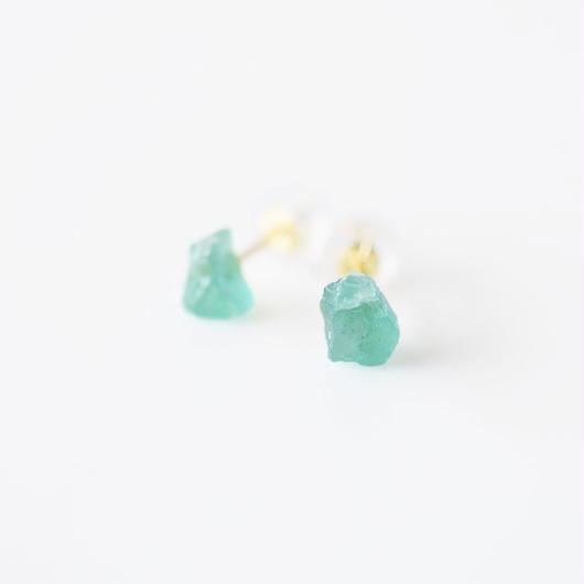 原石ピアス/エメラルド