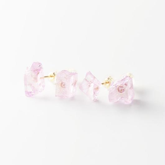 片耳ピアス/クンツァイト原石