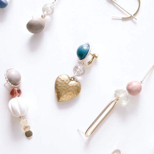 brass heart - vintage beads earring