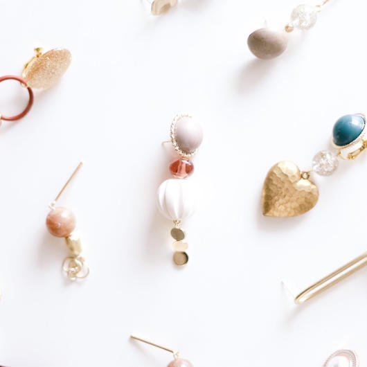 cream - vintage beads  pierce