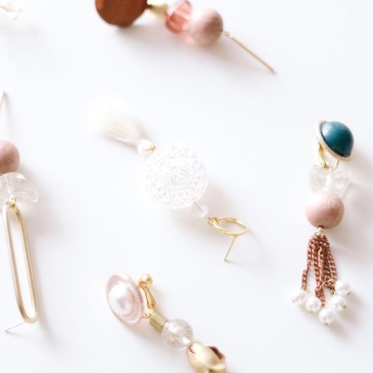 white lace  -  vintage beads pierce