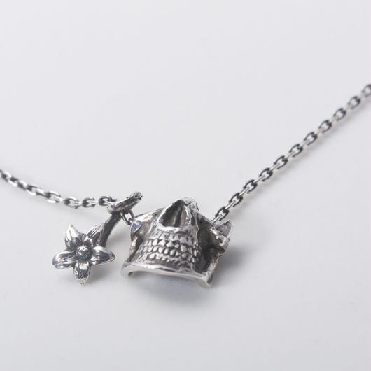 Statice Skull Necklace