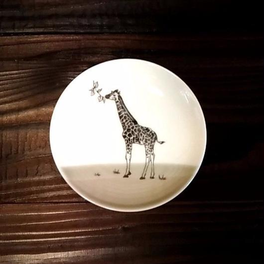 美濃焼  13cmプレート(リアルあにまる ー ケーキ皿 or ソーサーサイズ) - キリン【Made in Japan 陶磁器プレート】