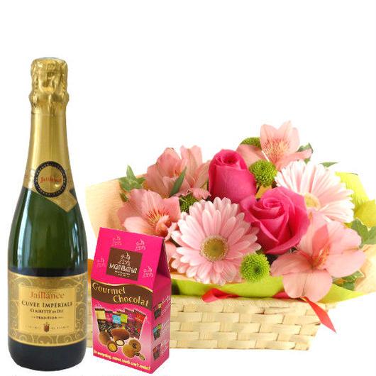 ピンク色のお花のアレンジメント フランスのスパークリングワイン 375ml チョコレートのギフトセット