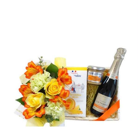 ビンテージシャンパンとフランスの貝柱のリエット 黄色とオレンジ色のアレンジメント