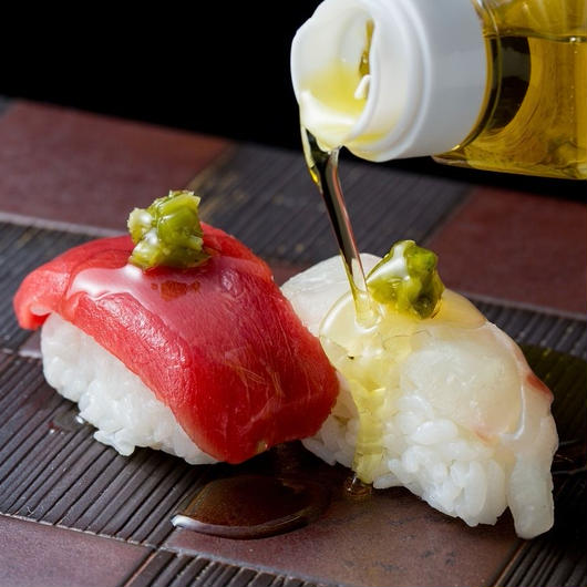 おずの調味料2本ギフトセットB【燻製醤油とスモークオリーブオイル】