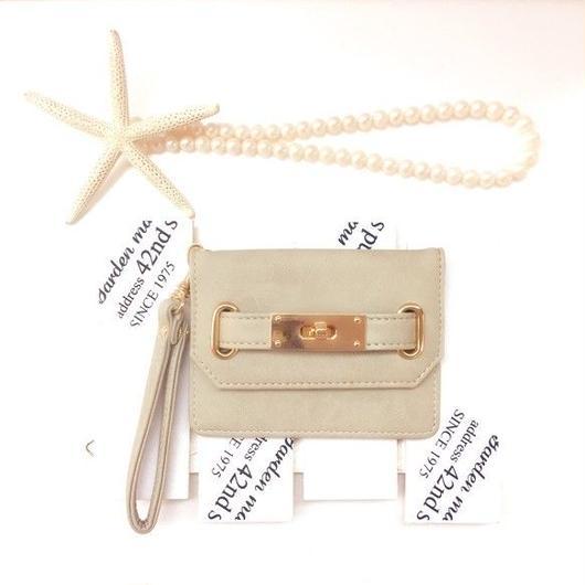 【pajour 】綺麗めなベージュ色 ゴールドひねり パスケース【カードケース】【定期入れ】【名刺入れ】